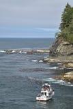 在海角奉承的渔船 免版税图库摄影