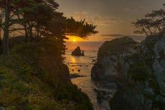 在海角杉木海湾Gorshkov的日出在日本海 库存图片