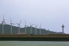 在海角的风轮机 免版税库存图片
