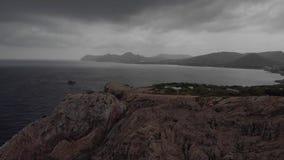 在海角福门特拉岛的灯塔在北部马略卡,西班牙海岸  艺术性的日出和黄昏landascape 股票录像