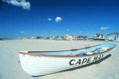 在海角5月, NJ海滩的救生船 免版税库存照片