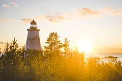 在海角Besov没有的灯塔,奥涅加湖岸 免版税库存照片