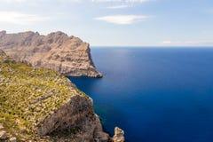 在海角Formentor,马略卡,西班牙的海风景 库存照片