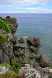 在海角Hedo,冲绳岛的峭壁 库存图片