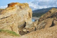 在海角Kiwanda的粉碎的砂岩峭壁 库存照片