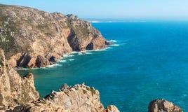在海角Roca附近的大西洋海岸 葡萄牙 免版税库存图片