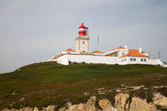 在海角Roca (罗卡角),葡萄牙的灯塔 免版税图库摄影