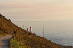 在海角Sillerio,蓬特韦德拉灯塔的日落  免版税库存照片
