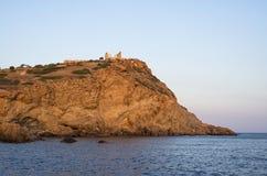 在海角Sounio和波塞冬寺庙,希腊的峭壁,黄昏的 图库摄影