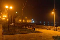 在海边大道的夜在保加利亚波摩莱 库存图片
