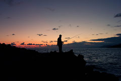 在海边的夜渔 免版税库存照片
