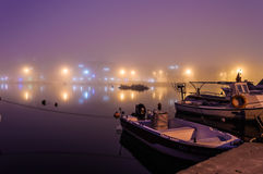 在海边镇的雾 免版税库存照片