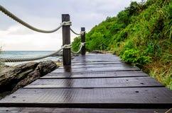 在海边附近的小木桥梁 库存图片