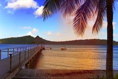 在海运日落的山 图库摄影