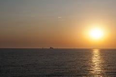 在海运日落 库存照片