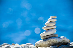 在海运栈石头的亚得里亚海的蓝色 图库摄影