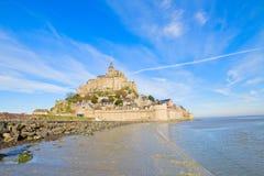 在海运浪潮的Mont圣徒Michel,法国 免版税库存图片