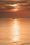 在海运的小船日落的 库存图片