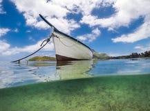 在海运的小船 免版税库存图片