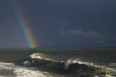在海运的彩虹 免版税库存照片