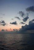 在海运的日落 免版税库存照片