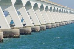 在海运的桥梁 免版税库存照片