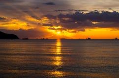 在海运的美好的日落 库存照片
