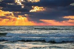 在海运的美好的cloudscape 库存照片