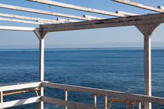在海运的老大阳台 免版税库存图片