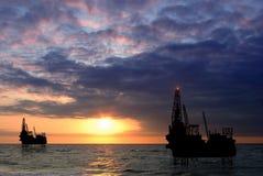 在海运的钻井平台 免版税库存图片