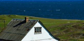 在海运附近的房子 免版税库存照片