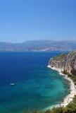 在海运附近的爱琴海海岸nafplio 免版税库存图片