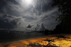 在海运风暴的月光 免版税库存图片