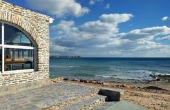 在海附近的餐馆在Dehesa de Campoamor 西班牙 免版税库存图片