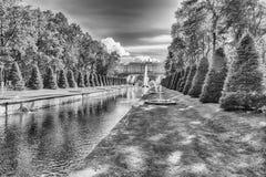 在海频道在Peterhof庭院里,俄罗斯的看法 库存照片