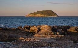 在海鹦海岛,北部威尔士上的太阳设置 库存图片