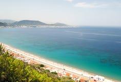 在海,罗得岛,希腊的晴朗的看法 免版税库存照片