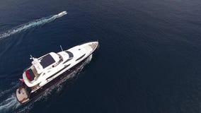 在海,航拍寄生虫,布德瓦乘快艇,在Dukley G附近 股票视频