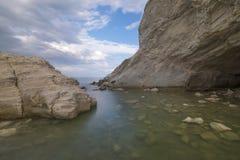 在海, Conero,马尔什,意大利的洞 免版税库存照片