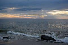 在海洋上的天堂般的天空 图库摄影