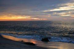 在海洋上的天堂般的天空 免版税图库摄影