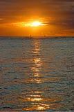 在海洋上的美好的日落夏威夷的 免版税库存图片