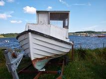 在海滩丹麦的渔船 免版税图库摄影