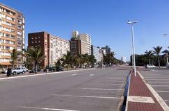 在海滩前的德班的空的停车场 库存图片
