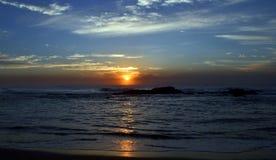 在海洋南半球的日出 免版税库存照片