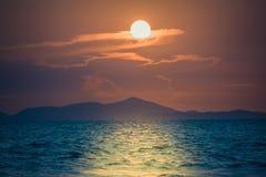 在海滩和海的日落 图库摄影