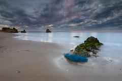 在海滩夫人阿那的美妙的日出在阿尔加威 免版税库存照片