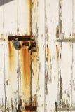 在海滩小屋的生锈的锁 免版税库存照片