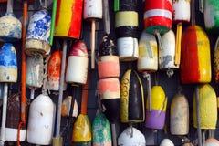 在海滩棚子一边的浮体 免版税库存照片