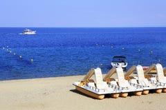 在海滩沙子的筏 波尔图Carras Sithonia 库存图片
